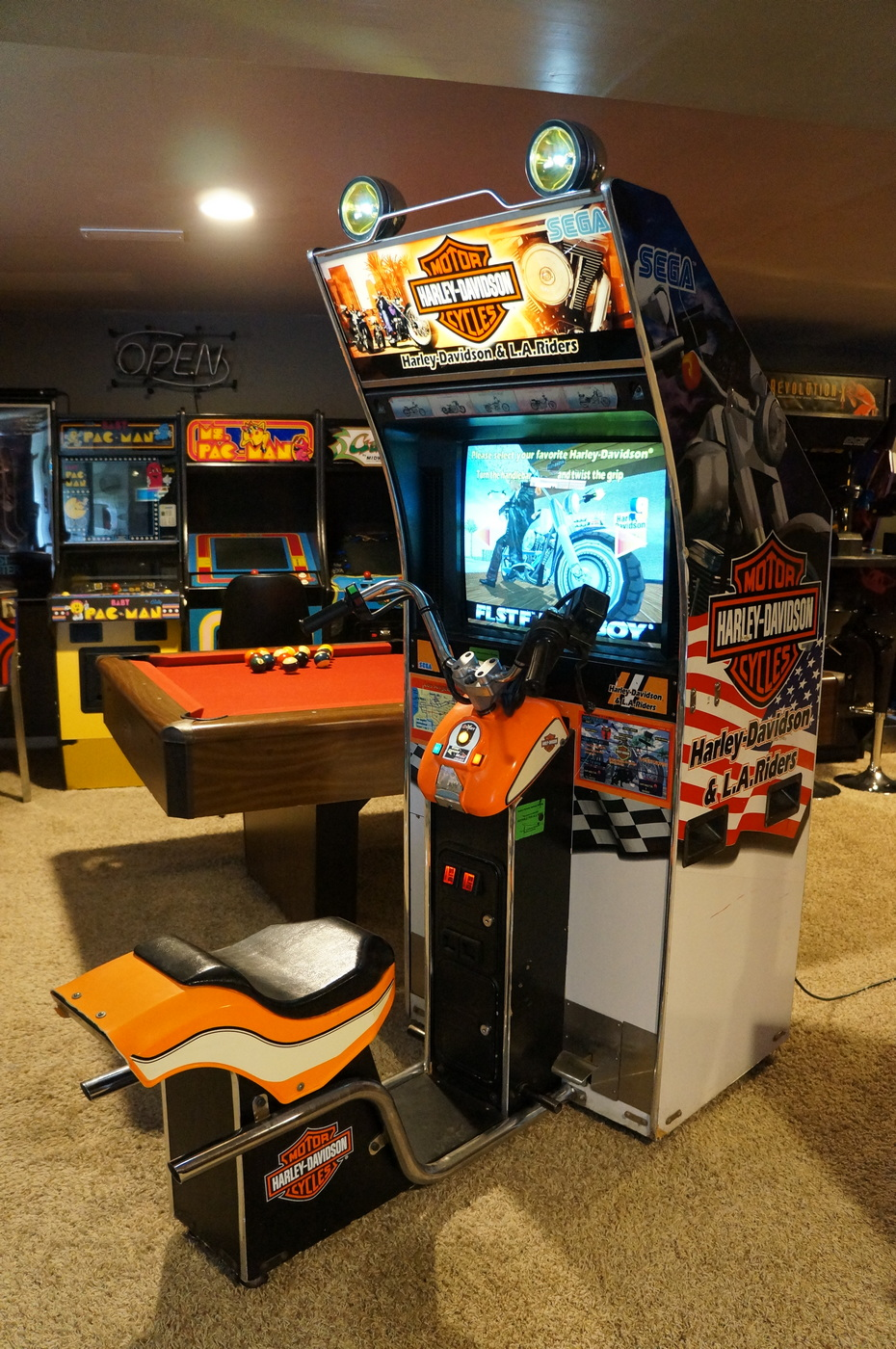 Man Cave Outfitters : The basement arcade